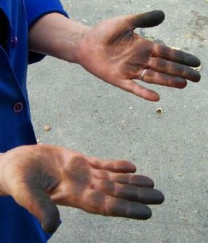 Teinture a cheveux sur les mains